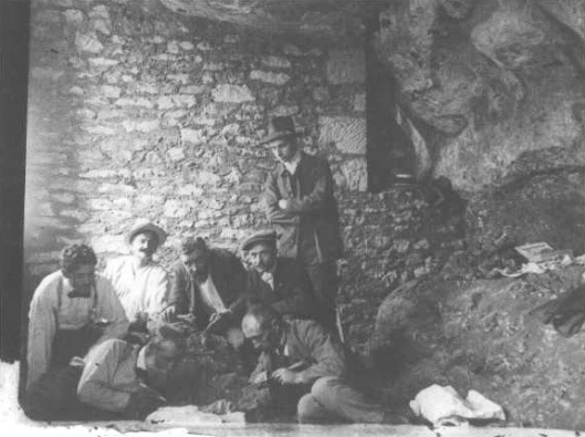 Archaeologists excavating the Magdalenian Woman in 1911.