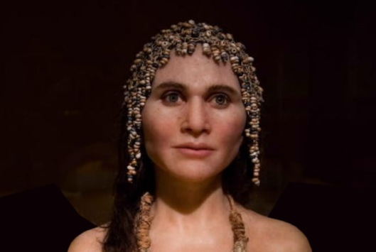 Forensic bust of the Magdalenian Woman by the French artist Elisabeth Daynes.